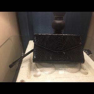 Handbags - 🙅🏽SOLD🙅🏽Faux patent snakeskin black wristlet